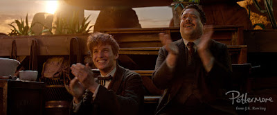 Newt e Jacob applaudono
