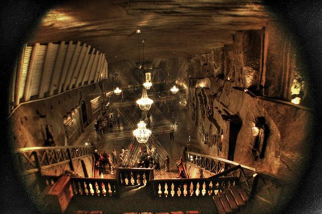 wieliczka salt mine an astounding subterranean salt cathedral kuriositas. Black Bedroom Furniture Sets. Home Design Ideas