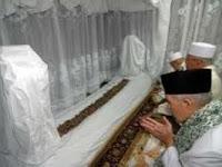 Ini Pandangan Habib Umar bin Hafidz Tentang Ziarah Maqam Auliya
