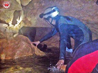 Acceso a gatera, en la Cueva Urbana de Tarragona