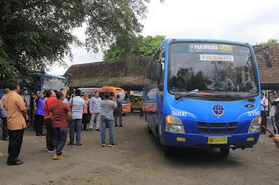 Bus wisata gratis di Banyuwangi.