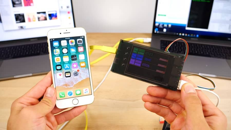 A $500 box is gaining popularity after a Youtuber shows how he bypassed the Passcode lock on iPhone 7 on his recent video