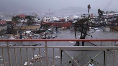 بالصور..  إعصار إيرما يجتاح جزر الكاريبي واعلان حالة الطوارئ بالجزر الفرنسية ويتجه الي فلوريدا الامريكية