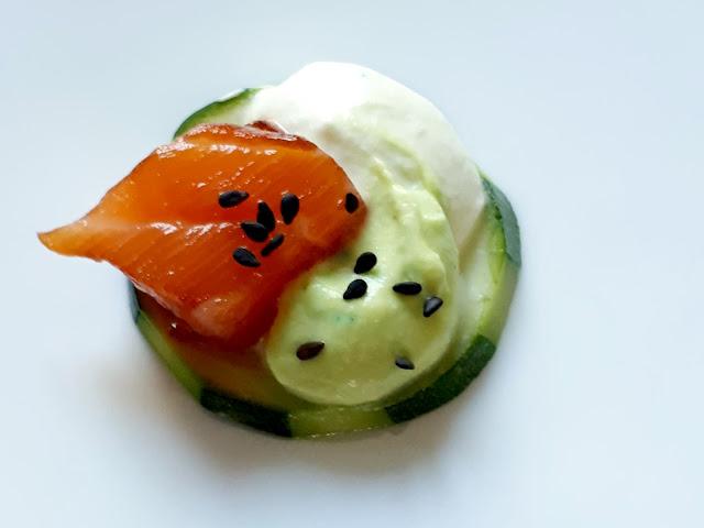 Bouchées saumon mariné au soja, chantilly au wasabi