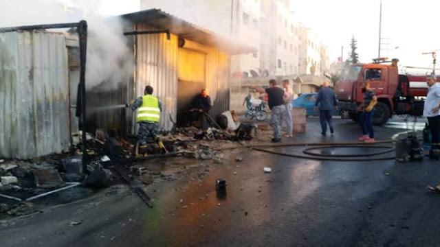 بالصور: فوج إطفاء السويداء يخمد حريقاً نشب بمحلين في حي القلعة.