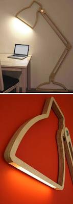 lamparas hechas con madera marco en la pared