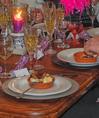 dinner party, champagne, table set for dinner  http://www.madmumof7.com