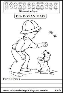 Criança brincando com cãozinho