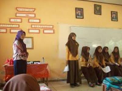 Mendiskusikan dan Mengemukakan Hal Menarik dari Isi Cerita Pendek Bhs. Indonesia Kls. X