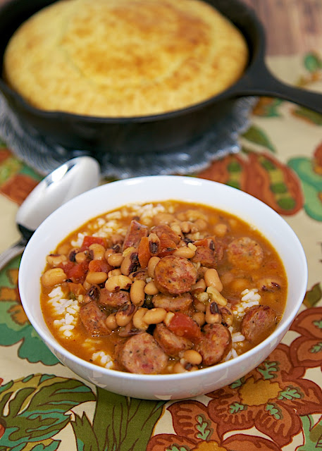 Black Eyed Pea and Smoked Sausage Soup - smoked sausage, black eyed peas, onion, garlic, RoTel, cajun seasoning, chicken broth and rice - Ready in 20 minutes! LOVE this soup. Serve with cornbread for an easy weeknight meal!!