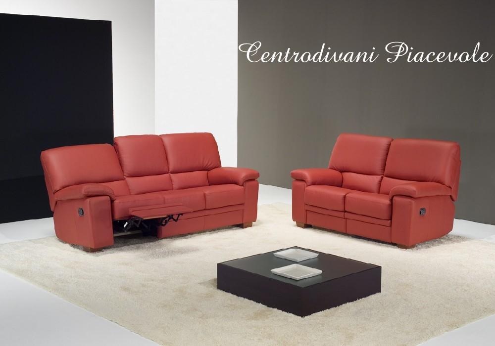 Centro divani piacevole divano in pelle rosso con sistema for Divani recliner
