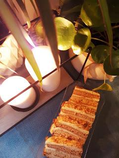 Ciasto miodowe przekładane gotowaną masą serową