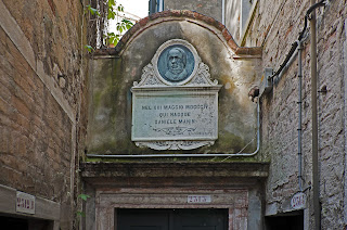 The birthplace of Daniele Manin in Venice is marked with a plaque and portrait in relief