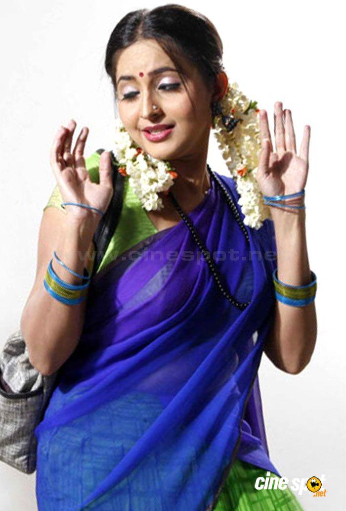 Mallu Actress Bhama Hot Navel Show From Telugu Movie Auto -1389