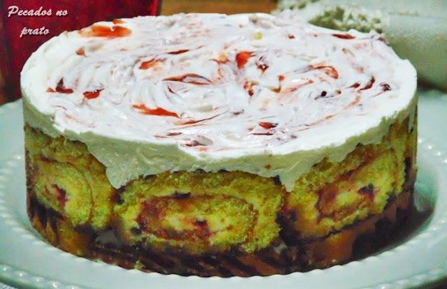 Charlotte com torta de morango tipo danecake