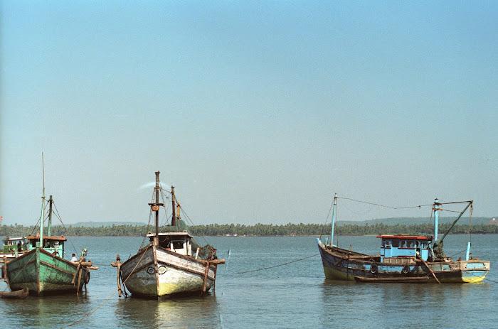 Goa, Chapora, bateaux, © L. Gigout, 1990