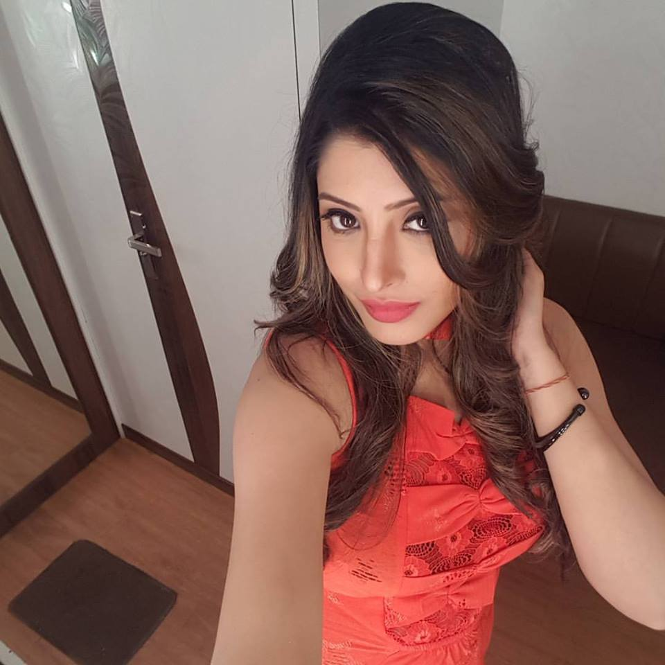 Bhojpuri Actress Sanchita Banerjee take selfie Photo, HD Wallpapers