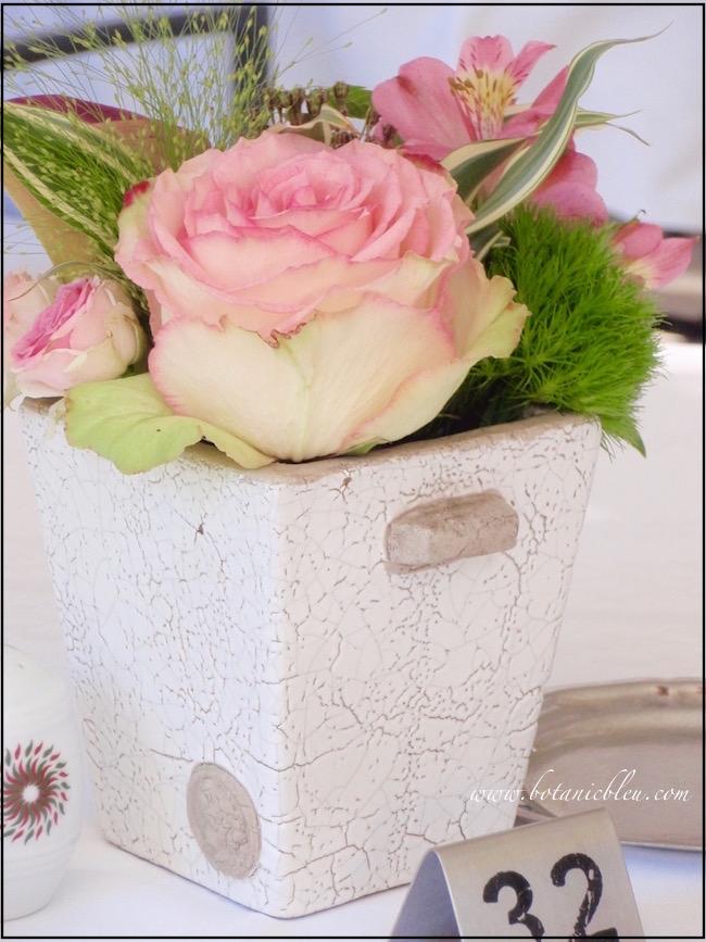 rose-floral-arrangement-chenonceau-château-garden-table