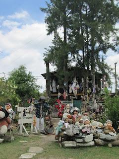 Casa con muñecos