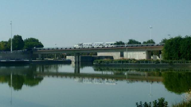Parque Juan Carlos I Madrid. Tren gratuito
