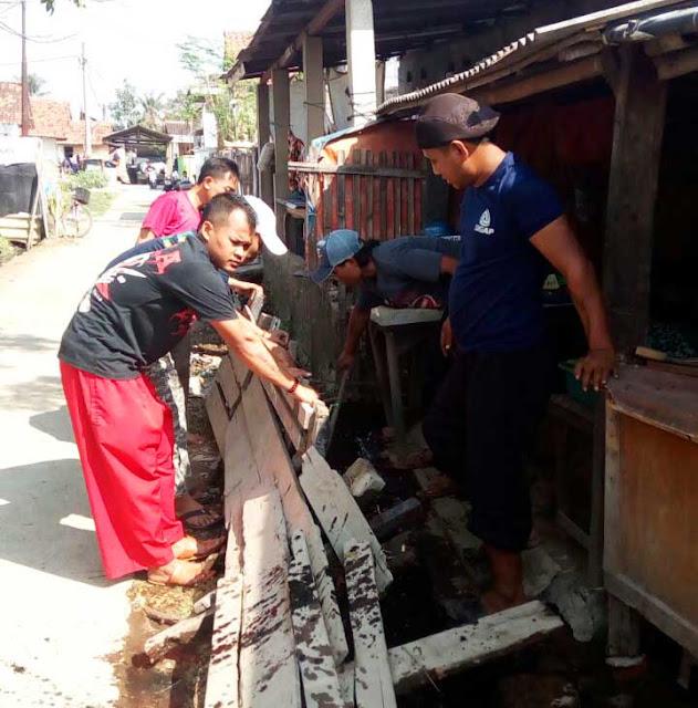 Perguruan Silat Cinong Bekasi Laksanakan Kerja Bakti di 3 RT