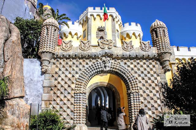 Brama wejściowa do Pałacu Pena w Sintrze