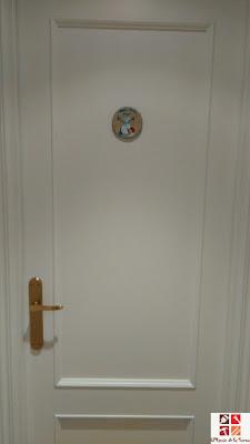 placa pintada para la puerta