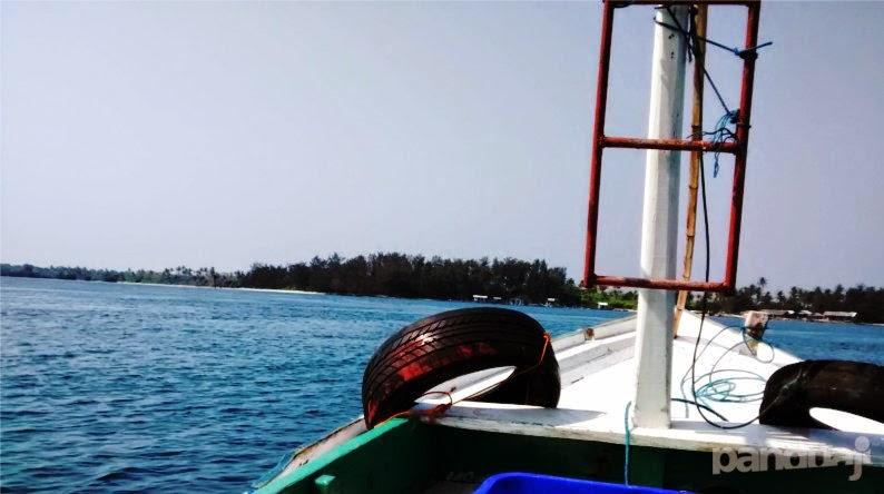 Berlayar ke Timur Karimunjawa