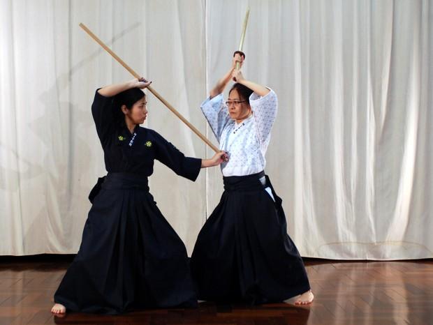 Tradicional prática samurai, o bojutsu inspirou as lutas de Star Wars