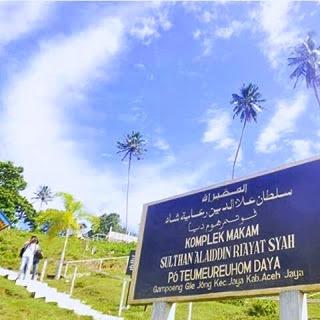 Tempat Wisata Religi Makam Po Teumeureuhom Daya Lamno, Aceh
