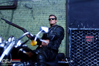 NECA Toys 3D 25th Anniversary Terminator 2 T-800 Review