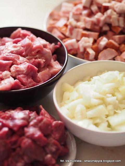 najlepszy bigos domowy, bigos z kapusty mieszanej, kapusta duszona z miesem, garnek kapuchy, dobrze doprawiony bigos, domowy bigos z pomidorami, bigos z koncentratem pomidorowym