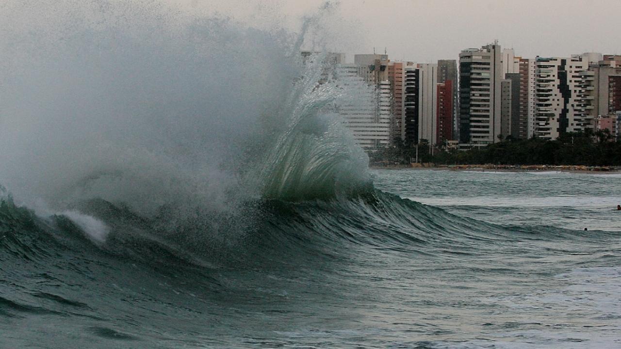 Marinha emite aviso de ressaca com ondas de até 2,5 m em São Luís