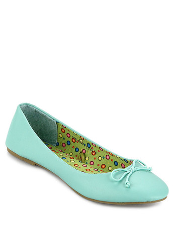 http://www.zalora.co.id/Lolla-Flat-Shoes-762148.html