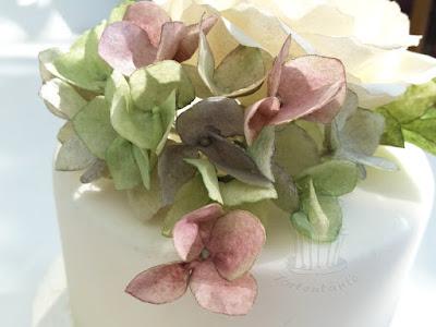Hortensien aus Esspapier als Tortendekoration