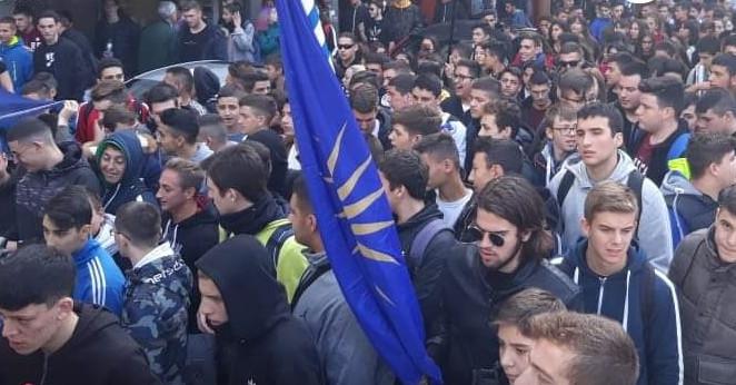 1000 μαθητές από τα σχολεία της Κατερίνης βροντοφώναξαν για την Μακεδονία(Βίντεο)