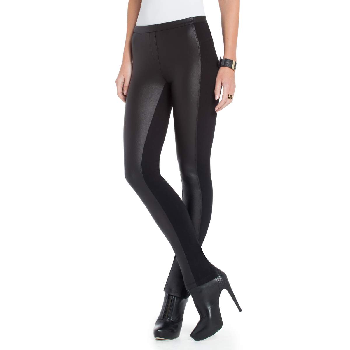 If you follow me on Instagram & Instagram stories then you know that I sport my leather leggings ALL the time and basically create outfits around them! I find that leggings – and specifically faux leather leggings – are flattering, comfortable, and stylish, so they naturally fit into my everyday rotation.
