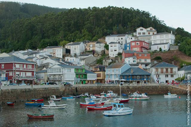 O Barqueiro  pueblo marinero Galicia