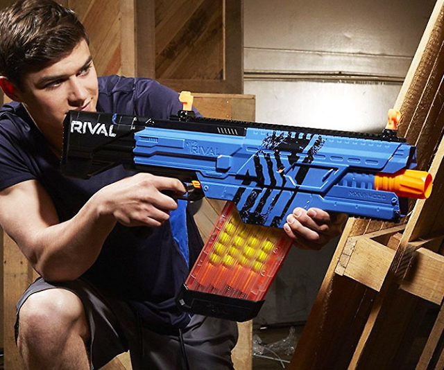 Ensure your victory during battle by arming yourself with the NERF Rival Khaos MXVI-4000 blaster. This fully motorized blaster features a rapid fire action capable of shooting 40 soft foam rounds at a velocity up to 100 fps without having to reload.