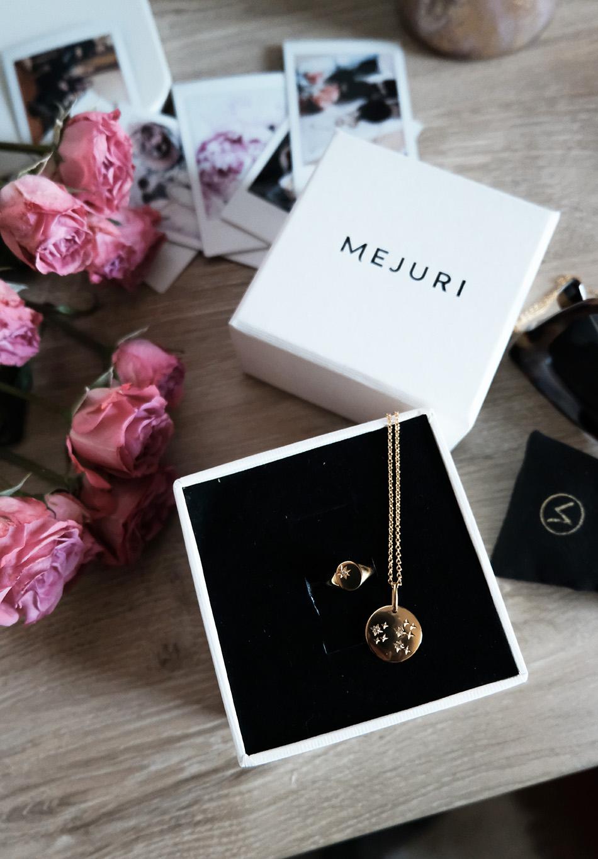 mejuri jewelry review