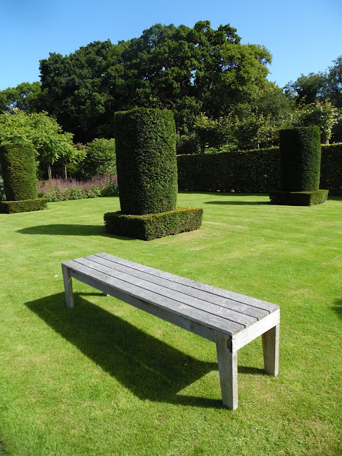 nowoczesna ławka drewniana