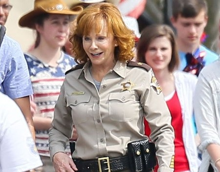 Red blooded passed on by abc the tv ratings guide for How many kids does reba mcentire have