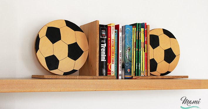 Fermalibri in legno a forma di pallone
