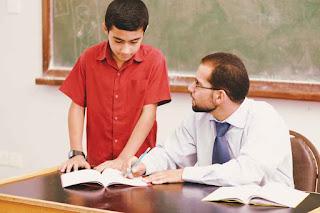 تلميذ قال لأستاذه يا أبي فغيرت هذه الكلمة الكثير