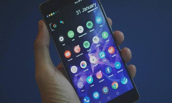 أحصل الآن على خلفيات شاشة و نغمات المكالمات و الاشعارات الخاصة بهاتف Galaxy S9 مجانا !!