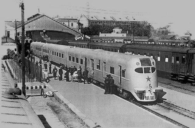 """Конец 1940-х - начало 1950-х годов. Рига. Дизель-поезд ДП-6 производства завода """"Ганц"""" (Венгрия) на Рижском центральном вокзале."""