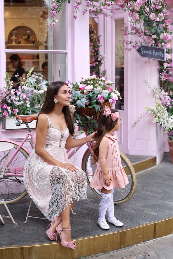 мама и дочка одеты одинаково