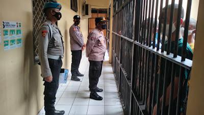 Antisipasi Barang Terlarang, Pawas Polres Cilegon Polda Banten Sidak Ruang Tahanan