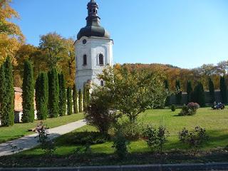 Крехів. Монастир св. Миколая. Верхня вежа і оборонні мури XVII ст.