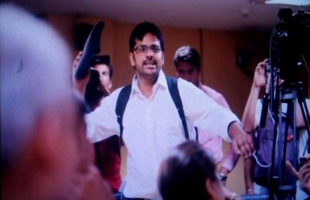 प्रेस कॉन्फ्रेंस में केजरीवाल पर जूता फेंकने वाले युवक ने, केजरीवाल पर लगाया करोड़ों का आरोप